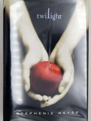 Twilight - Stephenie Meyer 2005 | 1st Edition