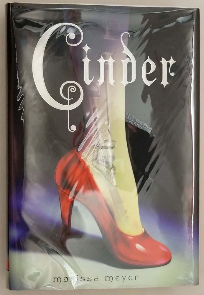 Cinder: (Book 1 Lunar Chronicles) - Marissa Meyer 2012 | 1st Edition